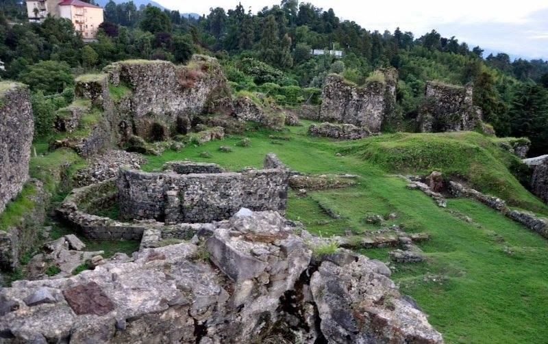 руины древних храмов