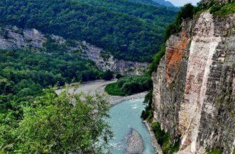 Кодорское ущелье является живописной речной долиной